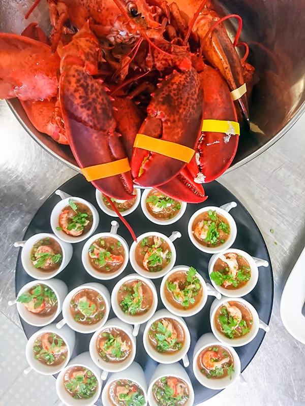 Gaspacho de légumes frais aux écrevisses et homards